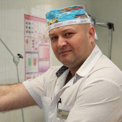 Бур ян Дмитро Васильович   Завідуючий відділенням інтенсивної терапії вагітних, роділь та породіль, лікар анестезіолог вищої категорії